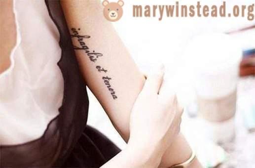 Tetovaža Upisan Na Ruku S Prijenosom Lijepa Muški I ženski